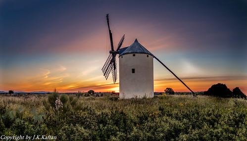 Dawn in the lands of Don Quixote ..., Amaneciendo en tierras de Don Quijote....