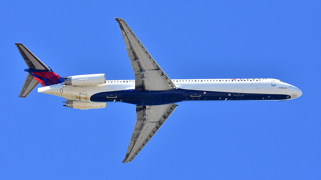 Delta Airlines McDonnell Douglas MD-88 (N903DE) performs a go-around at KRDU Rwy 5L on 10/21/2018 at 2:11 pm.