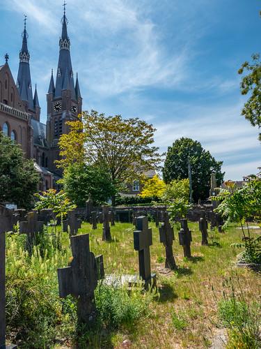 Het kerkhof bij de Martinuskerk in Cuijk