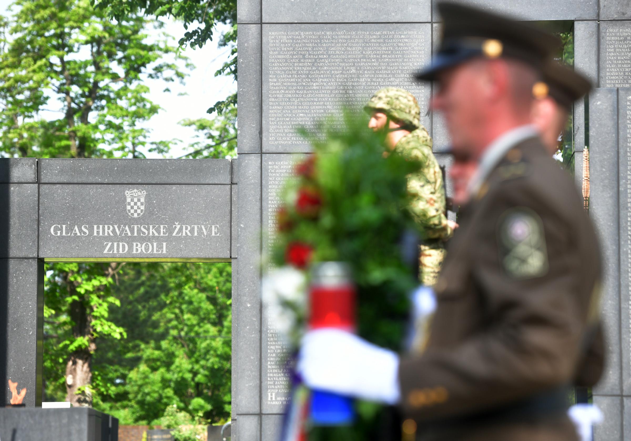 Povodom 29. obljetnice HV-a na Mirogoju položeni vijenci za sve poginule hrvatske branitelje