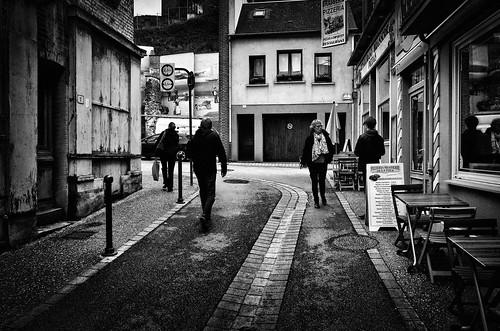 Le Tréport. France. En longeant le caniveau. 1/3  © Dom Janasz