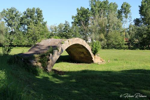 42 Pouilly-ss-Charlieu - Pont du Diable XIV
