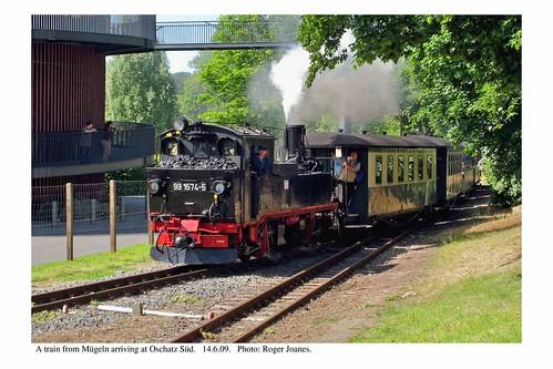 Oschatz Süd. Train arriving. 14.6.09