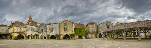 Plaza de Monpazier (Francia)