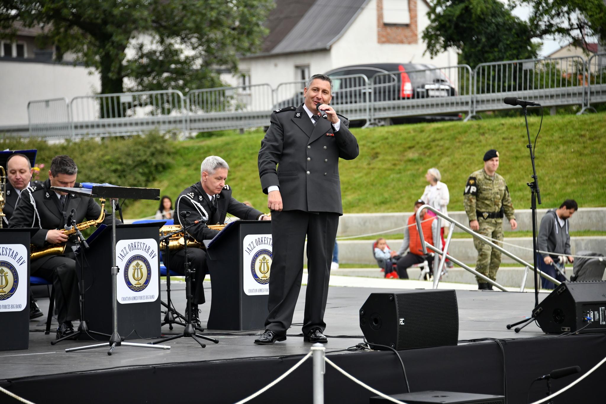 Koncert Jazz orkestra Hrvatske vojske na Sveučilišnoj livadi
