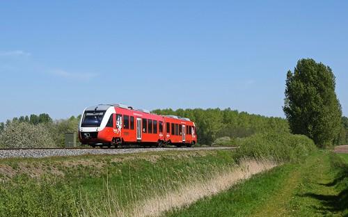 Syntus 40 als Stoptrein 31246 Oldenzaal - Zutphen (bei Goor, 11.05.17).