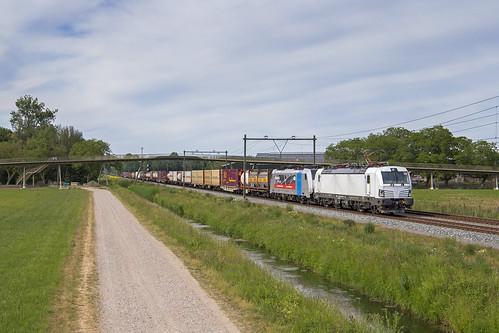 DB Cargo 193 560 + 186 498, Elst (NL)