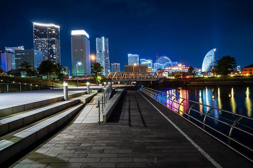 View the night view of Yokohama Minatomirai Skyscraper from Zou-no-Hana Park, Yokohama at Night : 象の鼻地区からみなとみらいの夜景を展望