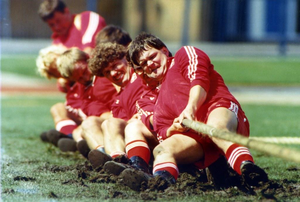 University Games 1985 Bid on It Four Real