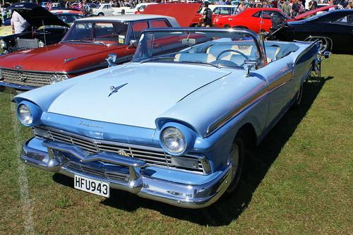 1957 Ford Fairlane 500 (1)
