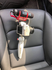 White Canon M50 with VLOG Tripod and Rode Shotgun Microphon