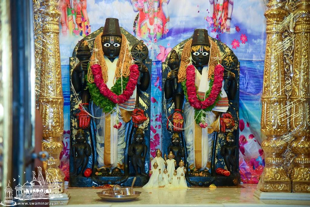 Kesar Snan Abhishek - Kalupur Mandir