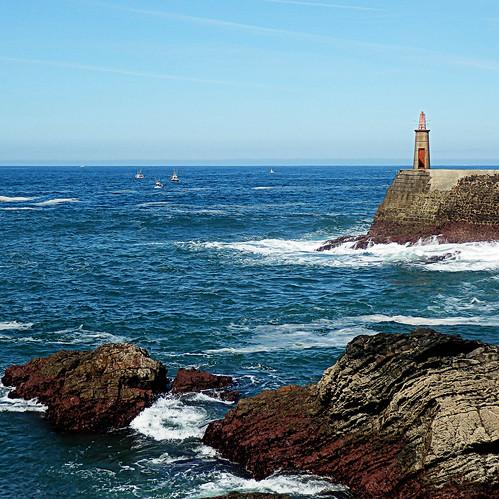 Bocana del puerto de Viavélez - Asturias