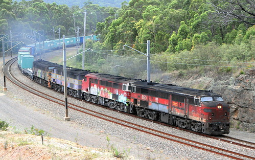 'ALCO WORLDS' MARK 2 44 CLASS UNITS 4463 + 4498 + 4488 & 4497 - LVRF #4168 SANDGATE TO PORT BOTANY FREIGHT - FASSIFERN 13th Dec 2006.