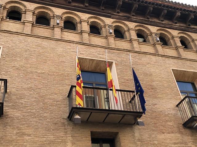 Banderas a media asta en el luto oficial nacional