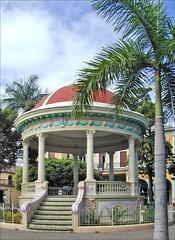 Kiosque dans le parc central (Granada, Nicaragua)