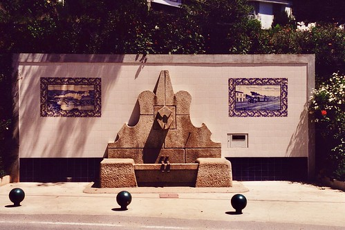 Fountain with azulejos