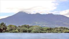 Le volcan Mombacho au bord du lac Nicaragua