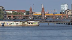 2018-08-12 DE Berlin-Friedrichshain-Kreuzberg & Berlin-Mitte, Spree, Oberbaumbrücke, Dr. Ingrid Wengler