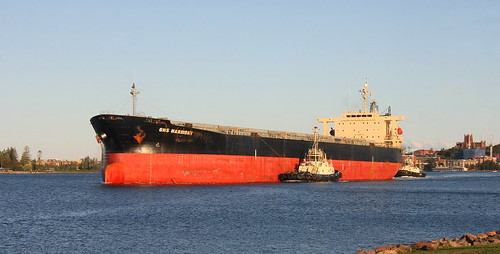 BULK CARRIER 'GNS HARMONY' MOVING UP HARBOUR TO KOORAGANG ISLAND COAL LOADER 14th June 2020