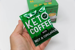 ILoveKetoLife: instant Keto coffee with MCT & collagen in a green bag in the hand
