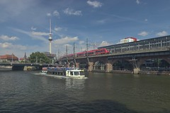 2018-08-12 DE Berlin-Mitte, Spree, Jannowitzbrücke, Berlin Jannowitzbrücke, Berliner Fernsehturm, Blue-Star 05611980, DB Regio