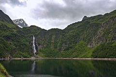 Lac d'Oô et sa cascade - Photo of Saint-Aventin