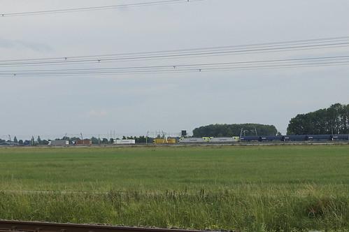2 Captrain 186 met VTG kolentrein over de Betuweroute met op de achtergrond de A15 bij Hemmen  richting Emmerich 18-06-2020