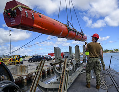 USS Chicago (SSN 721) loads an Encapsulated Harpoon Certification Training Vehicle.