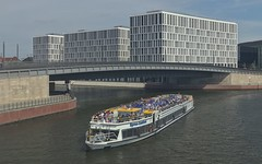 2018-08-12 DE Berlin-Mitte, Spree, Hugo-Preuß-Brücke, Spree-Comtess 04801520