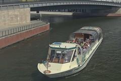 2018-08-12 DE Berlin-Mitte, Spree, Hugo-Preuß-Brücke, BärLiner 04806930