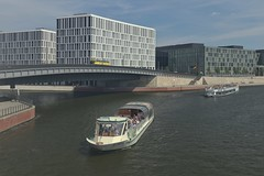2018-08-12 DE Berlin-Mitte, Spree, Hugo-Preuß-Brücke, BärLiner 04806930, Spree-Comtess 04801520