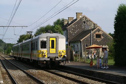 NMBS 604 in het station van Leignon 09-08-2009
