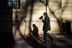 There is no age to play with the shadows - Photo of Montpellier