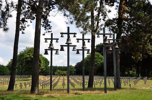 Het carillon met vijfentwintig klokken op de Duitse Militaire Begraafplaats in Ysselsteyn.