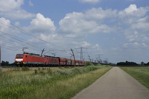 DB Cargo 189 036-7 + 189 032-6 met een lege ertstrein bij Angeren over de Betuweroute onderweg in de richting van Valburg 20-06-2020