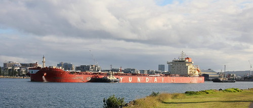 BULK CARRIER 'HYUNDAI LEADER' DEPARTING NEWCASTLE HARBOUR WITH A LOAD OF COAL 18th June 2020