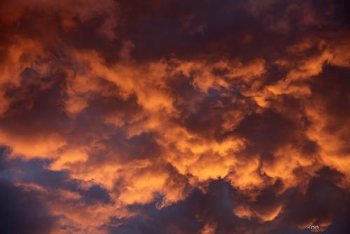 Phénomènes athmosphériques nuages au couché de soleil  juin 2020 - 2020-06-19 21-37-37 - mod et signe