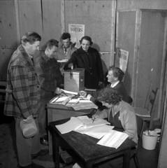 Citizens of Atikokan cast their ballots in the first civic election since becoming a township / Les citoyens d'Atikokan participent à la première élection municipale depuis la constitution de leur municipalité