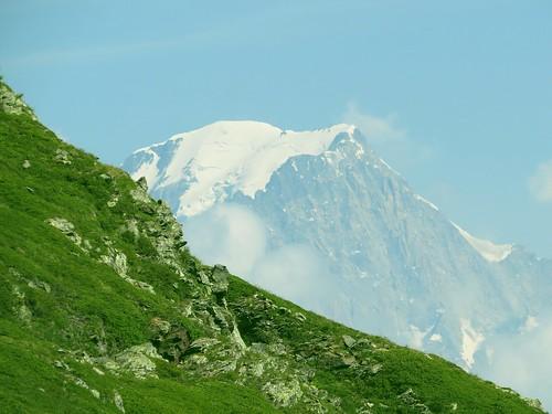 Gros plan sur deux Monts Blancs.