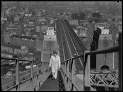 Stan Giddings, maintenance worker ascending Sydney Harbour Bridge, 18 September 1945, by Alec Iverson