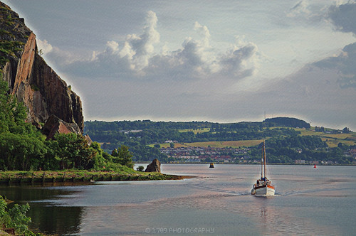 Sailing into the Leven