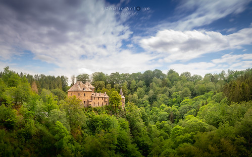Le Château de Reinhardstein et sa vallée