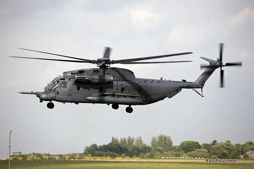 Sikorsky H-53 95784 landing on 11-05-2007 16-47-19 at Helidays Bierset 2007 87 - mod et signe