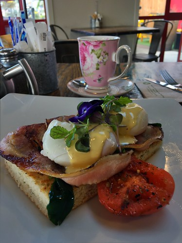 Eggs Benedict and very elegant tea. Kings Cafe
