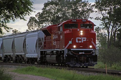CP 7054 has 288 on the move out of Portage