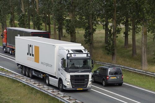 VOLVO FH Habufa met kenteken 49-BDJ-1 op de A15 in Bemmel 30-06-2020