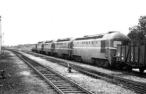 Diesellocs 2601, 2604, 2605 en 2606 bij sloperij Koek Uithoorn 13-7 1960 Albers