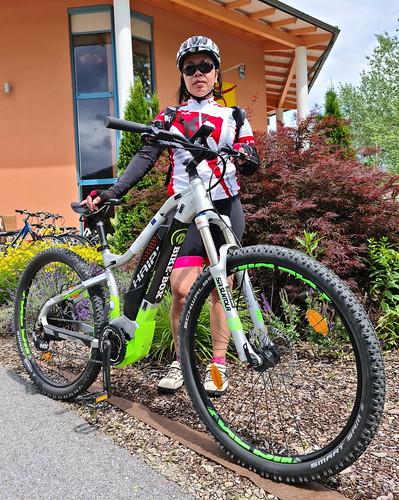 Ana and the Haibike e-Bike (hires)