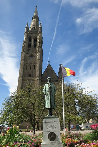 Monument au roi Albert & église St-Martin